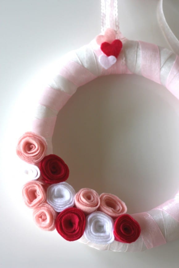 felt-rose-wreath-diy