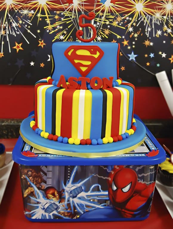 superhero-party-cake-superman