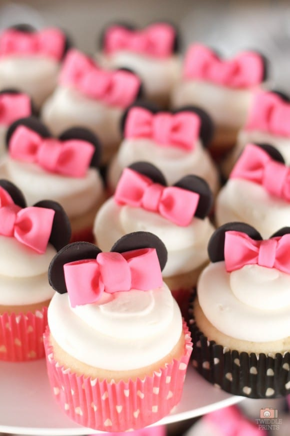 Minnie Mouse bowtie cupcakes