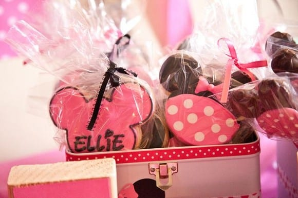 Minnie Mouse cookie party favors