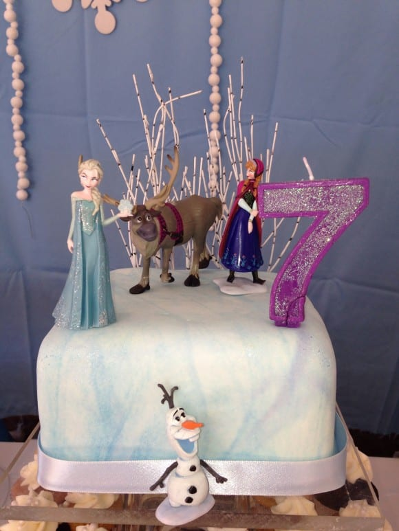 Frozen birthday cake | catchmyparty.com