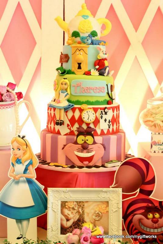 Alice in Wonderland Birthday Cake Ideas | CatchMyParty.com