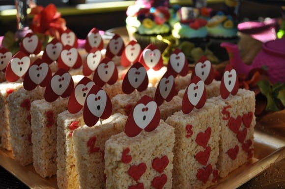Alice in Wonderland Party Treat Ideas | CatchMyParty.com