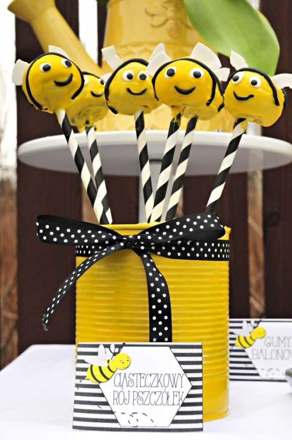 Bumble bee party cake pops | CatchMyParty.com