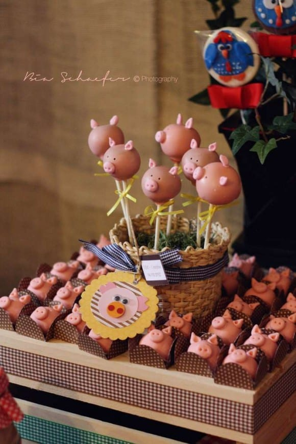 Pig cake pops | CatchMyParty.com