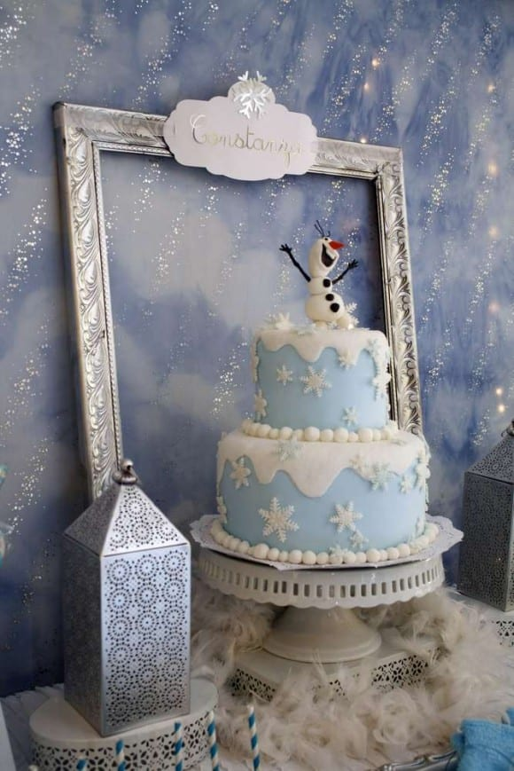 Amazing Frozen birthday cake | CatchMyParty.com