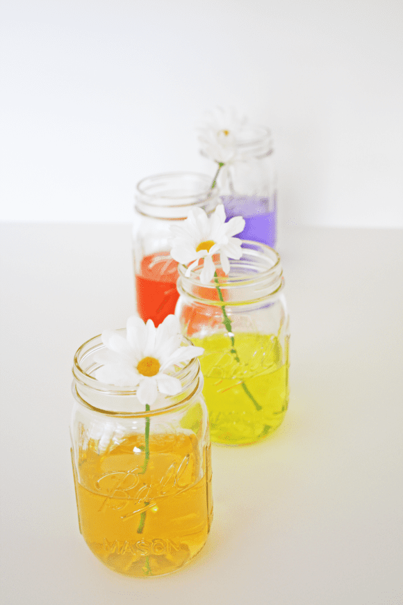 Colored Water Centerpiece DIY, perfect for spring entertaining! | CatchMyParty.com| CatchMyParty.com