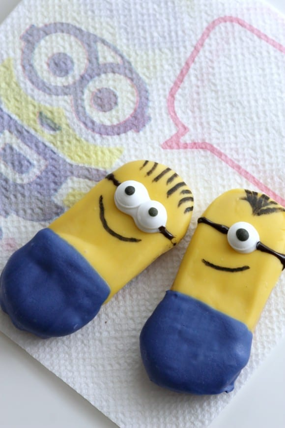 How to Make Minions Cookies | CatchMyParty.com
