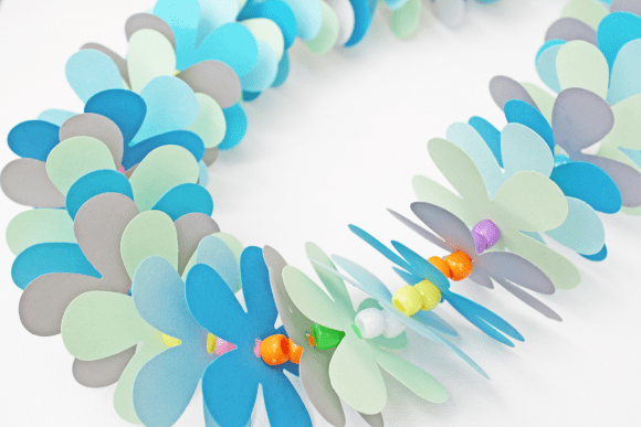 Hawaiian Paper Lei Kids Craft | CatchMyParty.com