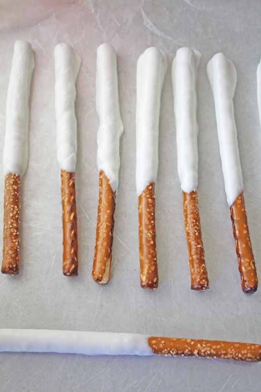 Recipe for July 4th Pretzel Rods | CatchMyParty.com