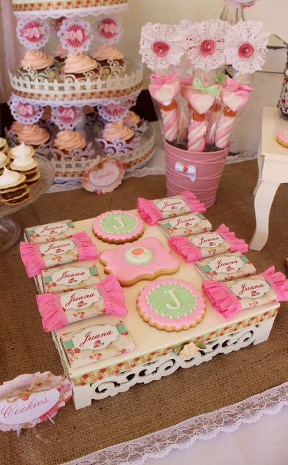 Girl 1st Birthday Shabby chic party | CatchMyParty.com