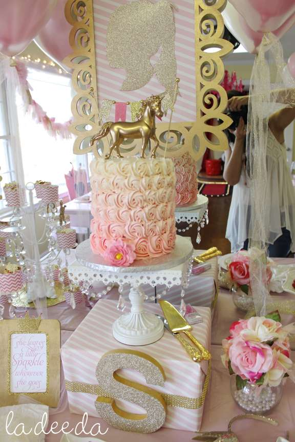 Gold and pink unicorn party | CatchMyParty.com