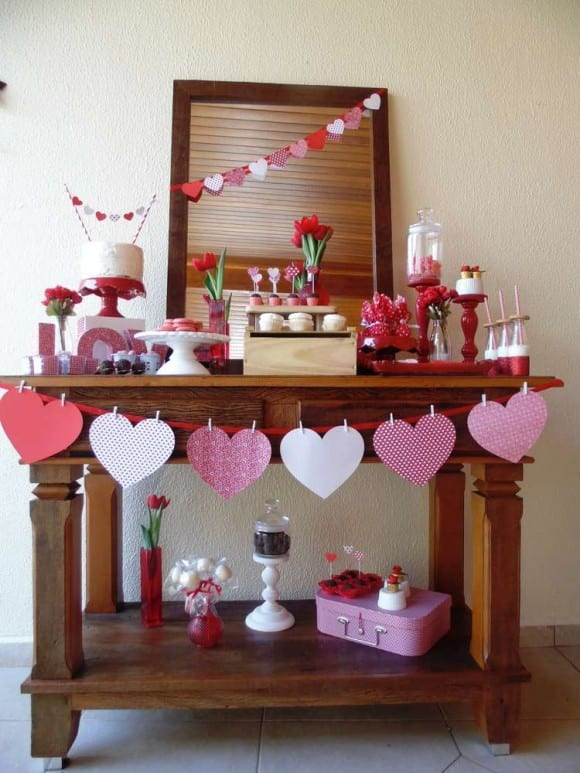 Easy Paper Heart Banner for Valentine's Day | CatchMyParty.com