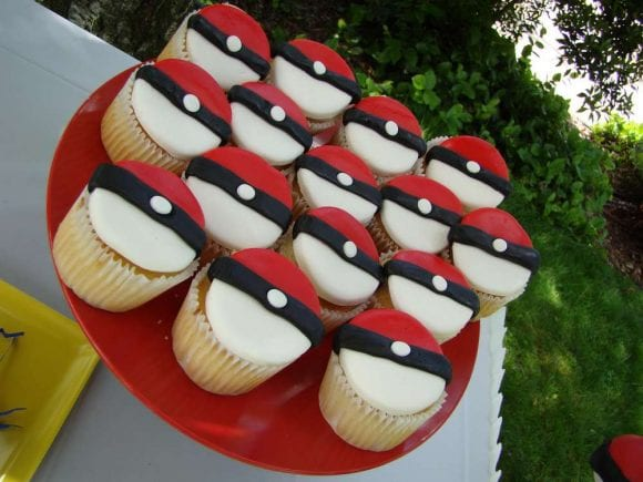 Pokeball cupcakes | Catchmyparty.com