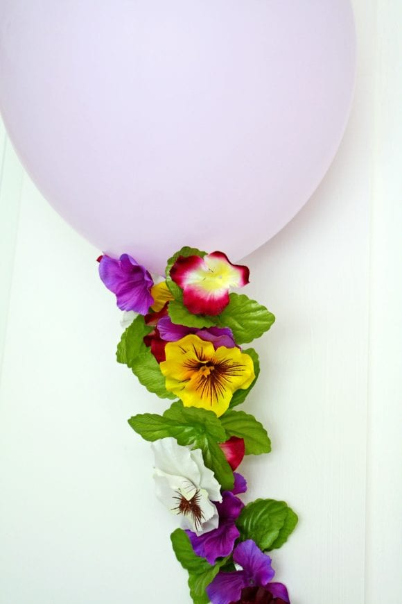 Flower Balloon Garland | CatchMyParty.com
