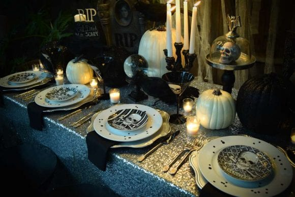 Glam Halloween dinner party | CatchMyParty.com