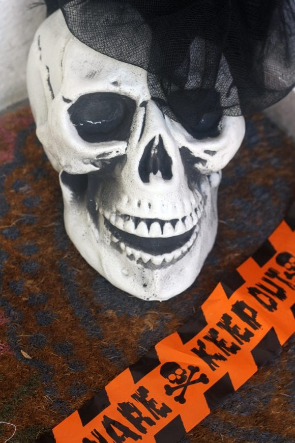 The Easiest Scariest Halloween Decorations | CatchMyParty.com