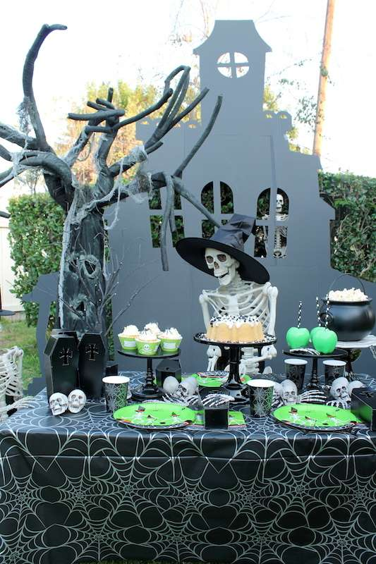 Skeleton Halloween Party | CatchMyParty.com