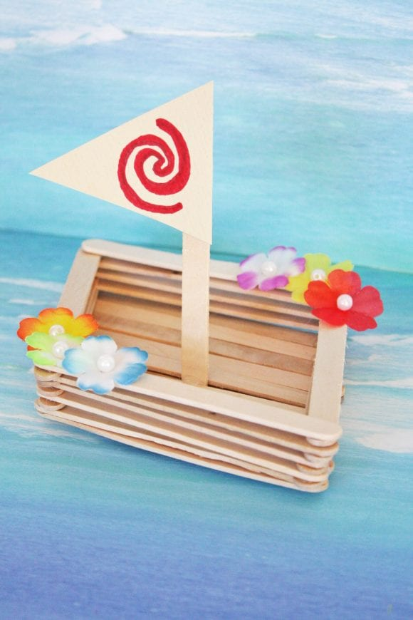 Adding decorations to the Canoe | CatchMyParty.com