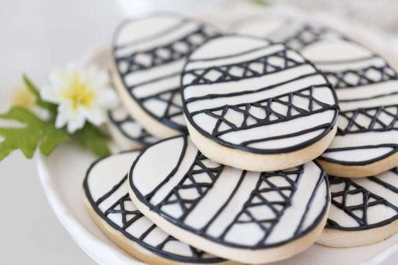 Black and White Easter party | CatchMyParty.com