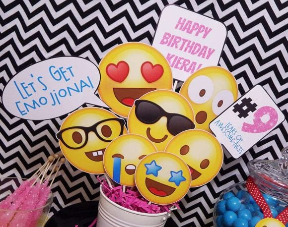 Emoji Centerpiece | CatchMyParty.com
