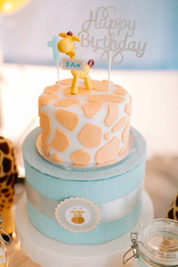Giraffe 1st birthday party | CatchMyParty.com