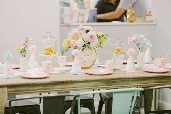 Donuts table settings | CatchMyParty.com