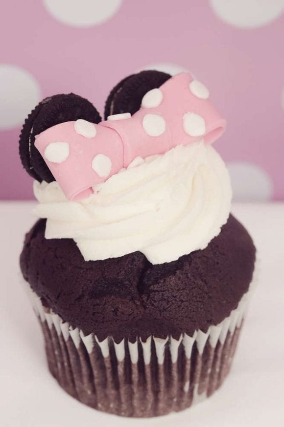 Minnie Mouse Cupcakes | CatchMyParty.com