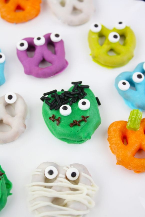 Halloween Monster Pretzels | CatchMyParty.com