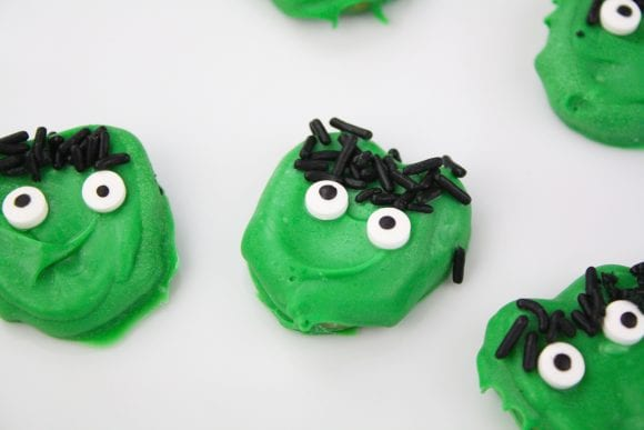 Green Frankenstein Pretzels | CatchMyParty.com