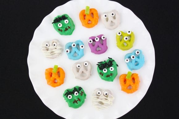 Adorable Halloween Pretzels | CatchMyParty.com