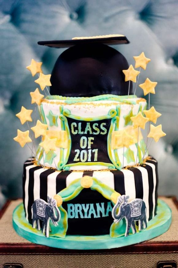 Graduation Cake | CatchMyParty.com
