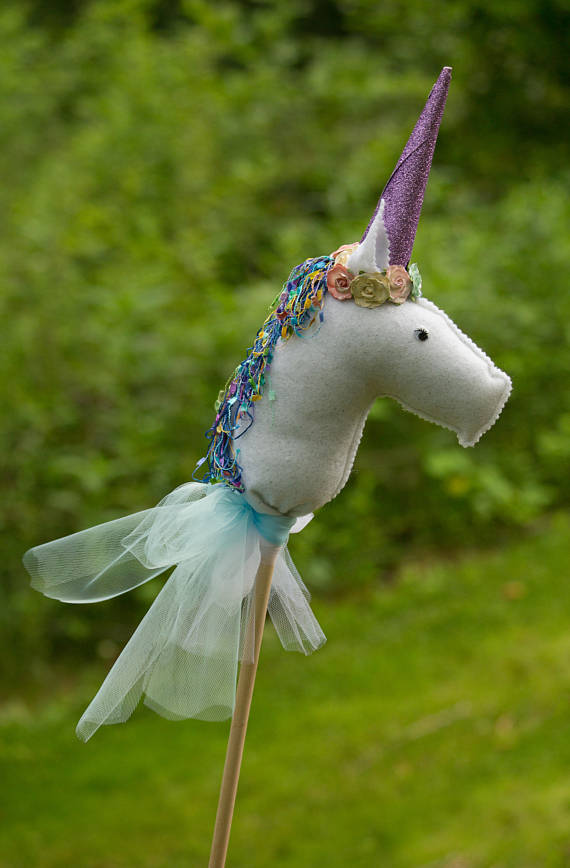 Unicorn on a wooden stick | CatchMyParty.com