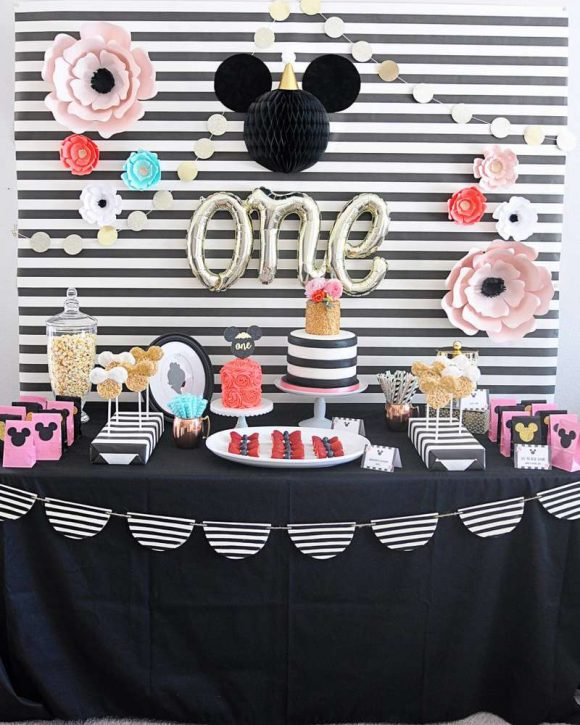 Minnie Mouse 1st birthday party | CatchMyParty.com