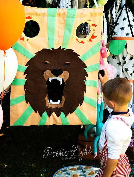 Circus party game supplies - Beanbag Toss | CatchMyParty.com