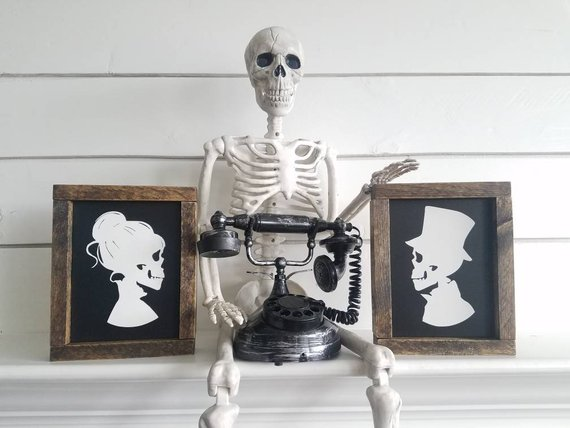 Scary Halloween decoration supplies - Skeletons | CatchMyParty.com