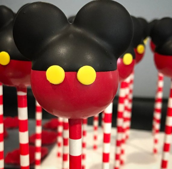 Mickey Mouse party supplies - Cake Pops | CatchMyParty.com