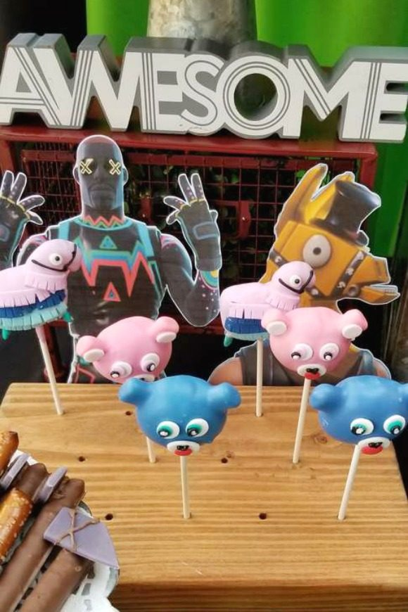 Fortnite Cake Pops | CatchMyParty.com