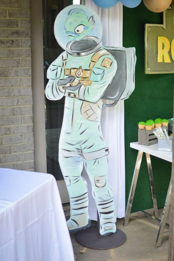Fortnite Party Decorations | CatchMyParty.com