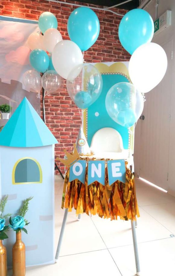 Prince 1st birthday highchair | CatchMyParty.com