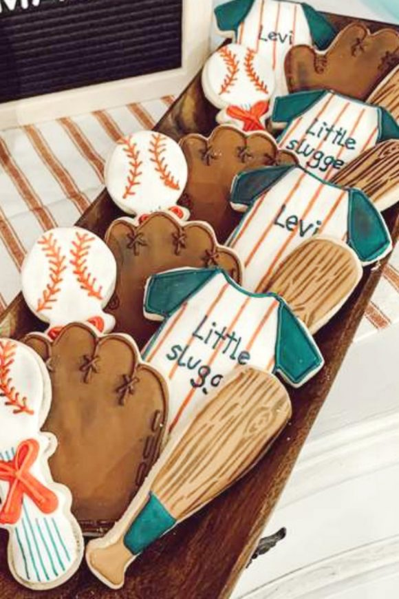 Baseball sugar-coated cookies