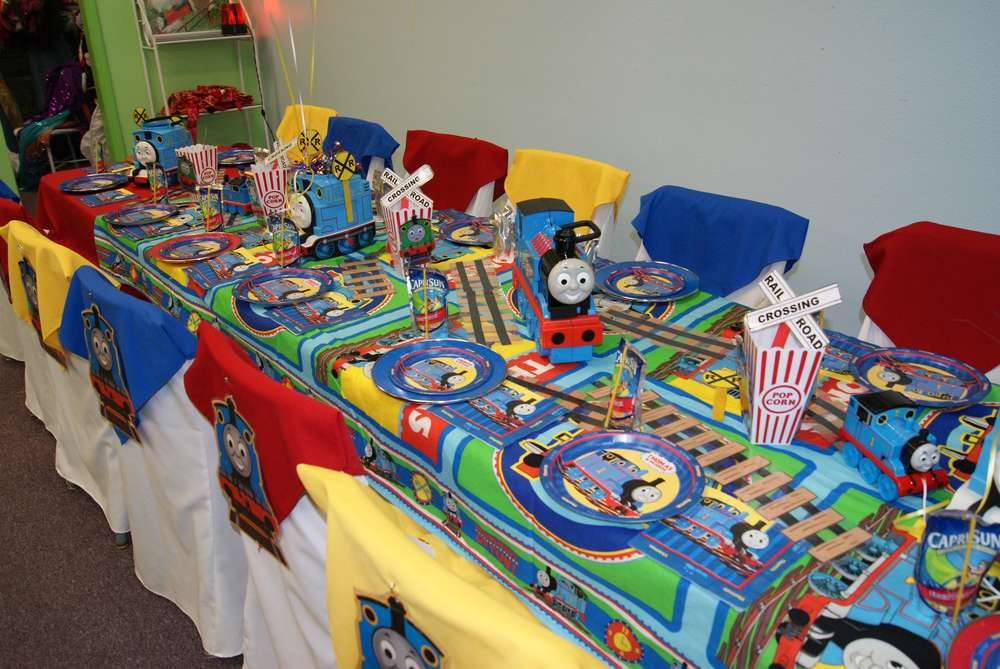Thomas the Train party Birthday Party Ideas | Photo 5 of 31 | Catch ...