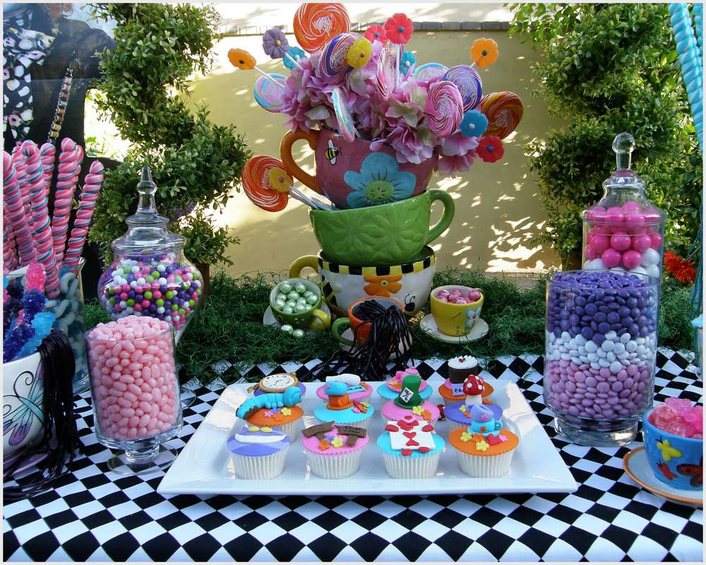 Alice in wonderland mad tea party candy buffet birthday for Alice in wonderland tea party decoration ideas