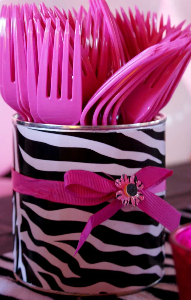 Pink zebra theme birthday party ideas photo 3 of 14 for Animal print decoration party