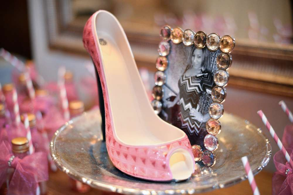 High heels 40th birthday birthday party ideas photo 1 for 40th birthday party decoration