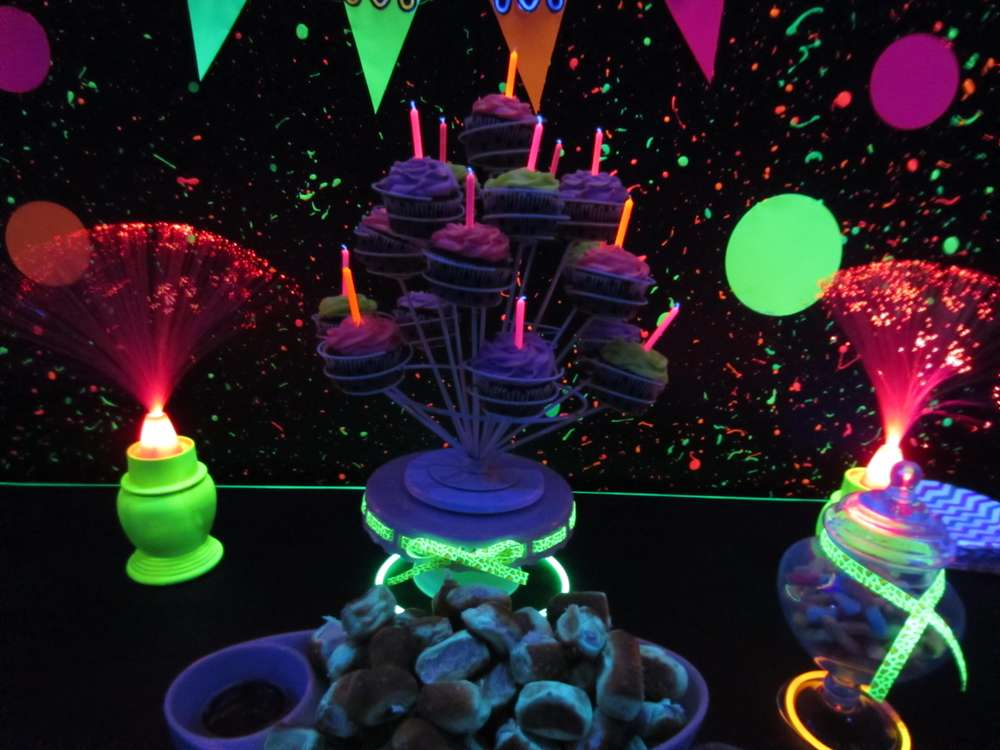 Emma s 14th Birthday. glow in the dark Birthday Party Ideas   Photo 3 of 12   Catch My Party
