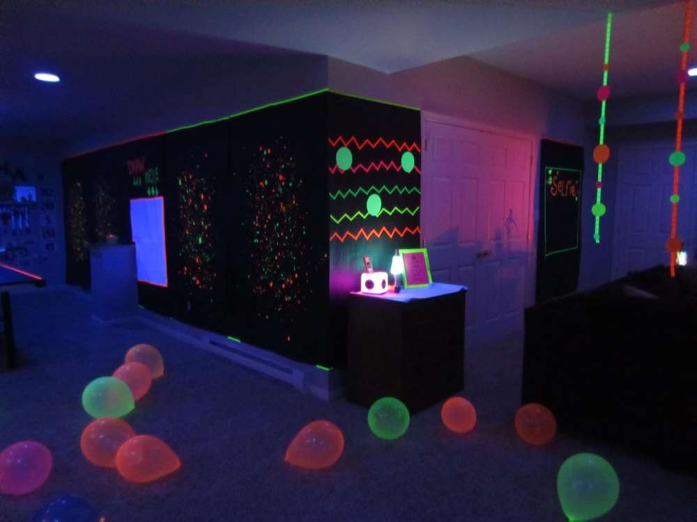 glow in the dark Birthday Party Ideas | Photo 4 of 12 ...