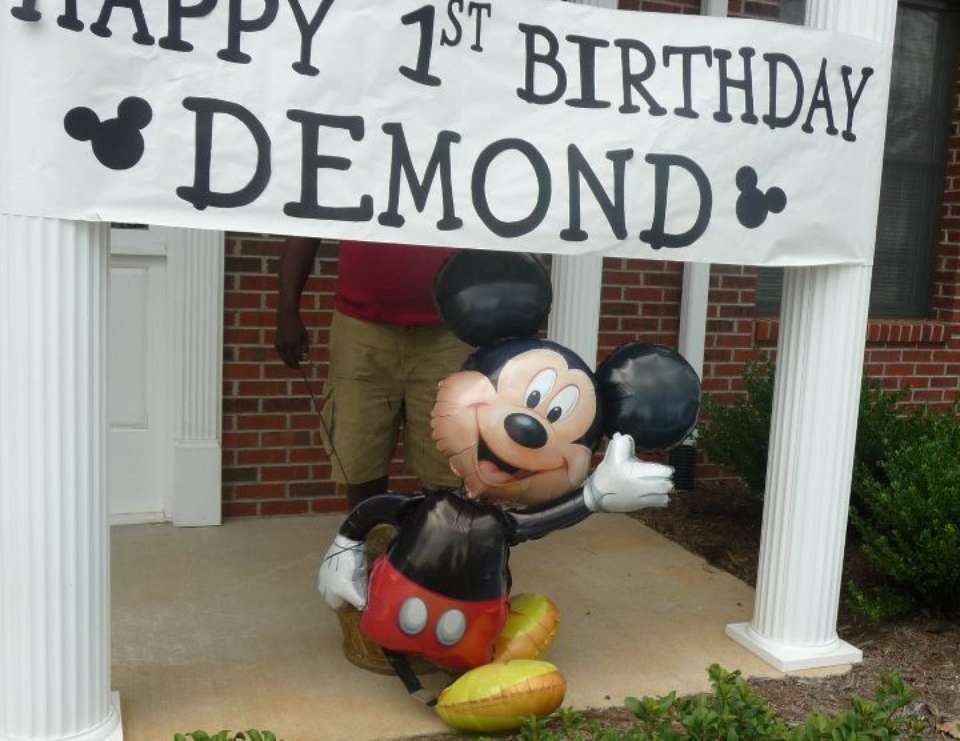 Demonds Indoor Beach Party w/ Mickey - Mickey Mouse