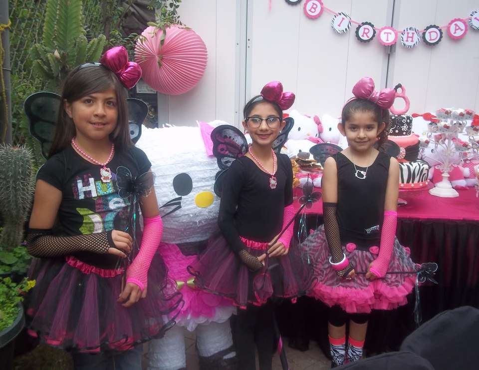 Allies 8th Birthday Party! - **BLINGED out HELLO KITTY**