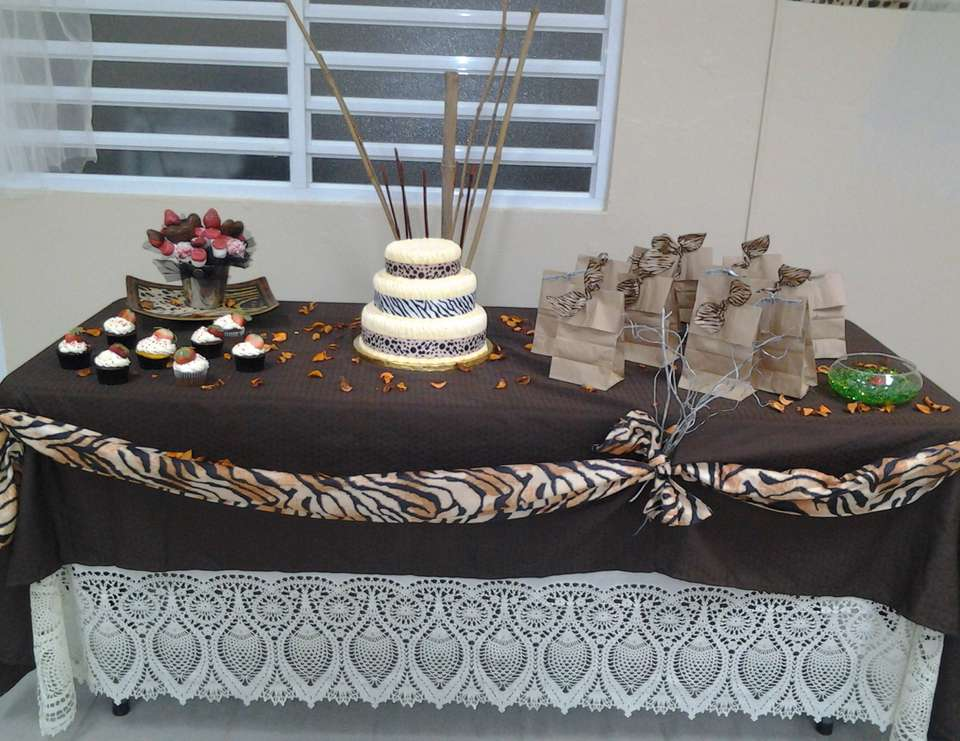 My Mom party 60 years... - Animal Print